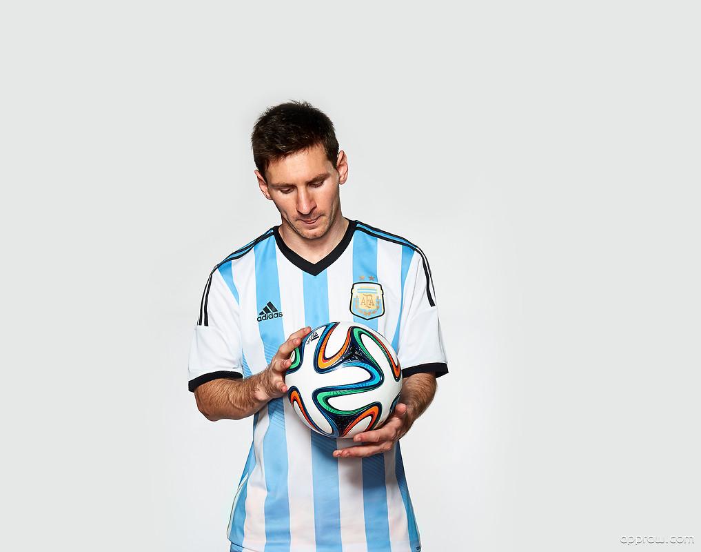 Lionel Messi Brazuca F...
