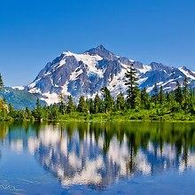Beautiful Lake & Mountains